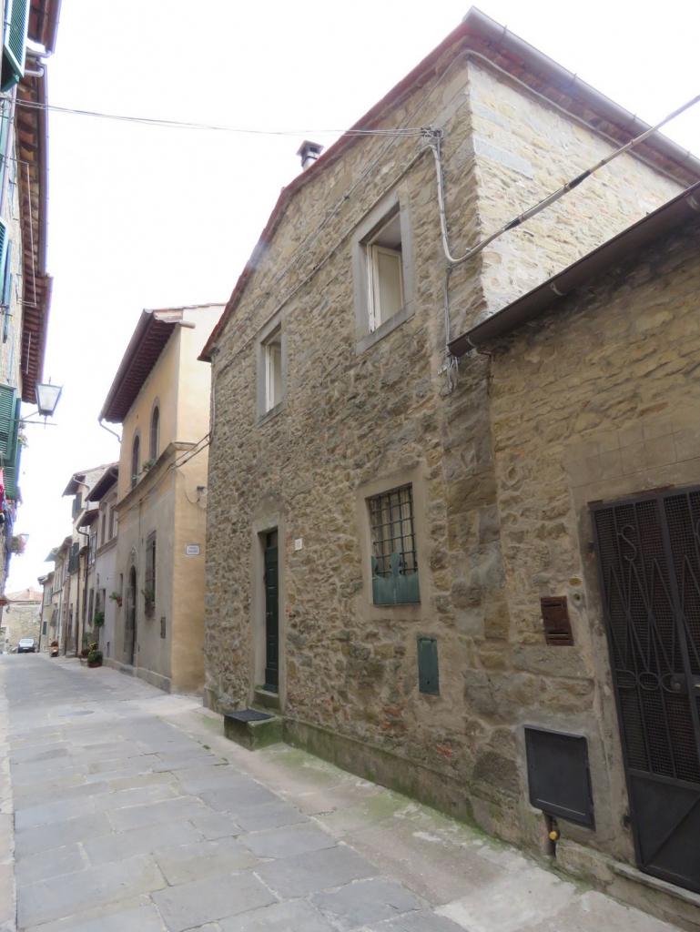 Casa tranquillita 39 entro le mura indipendente su tre for Shop on line casa